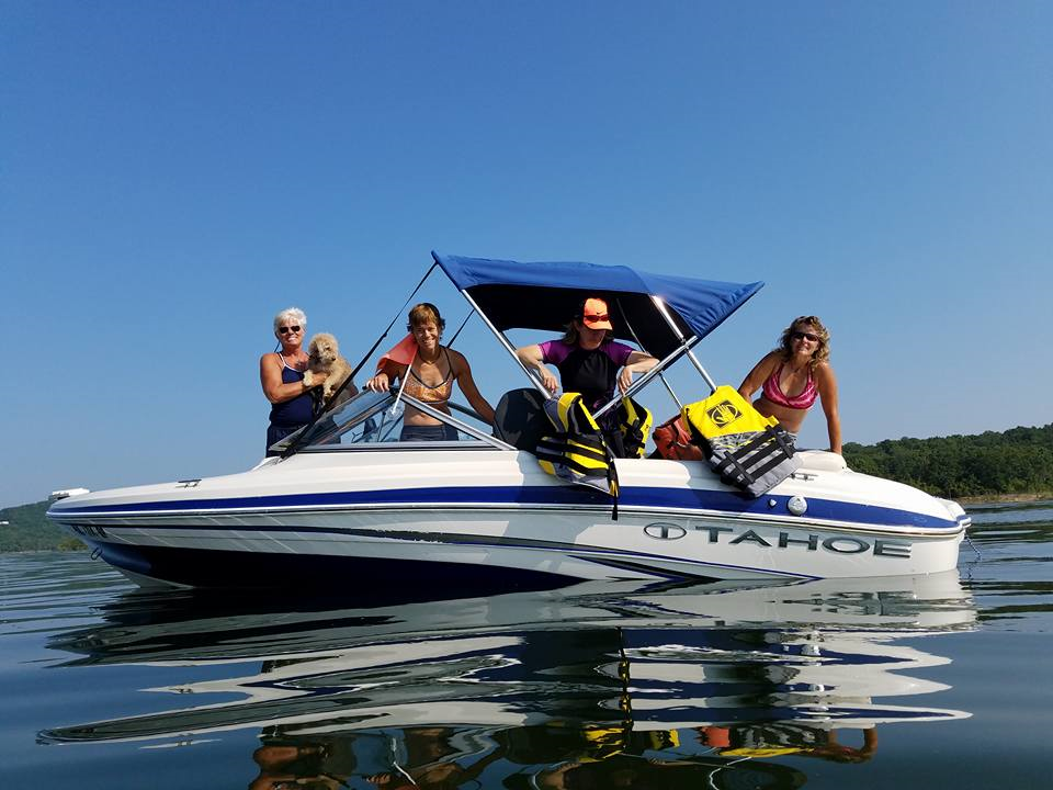 Boat rentals double oak resort on table rock lake for Fish rock rentals