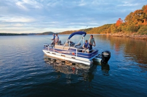 Suntracker Fishing Barge - Double Oak Resort